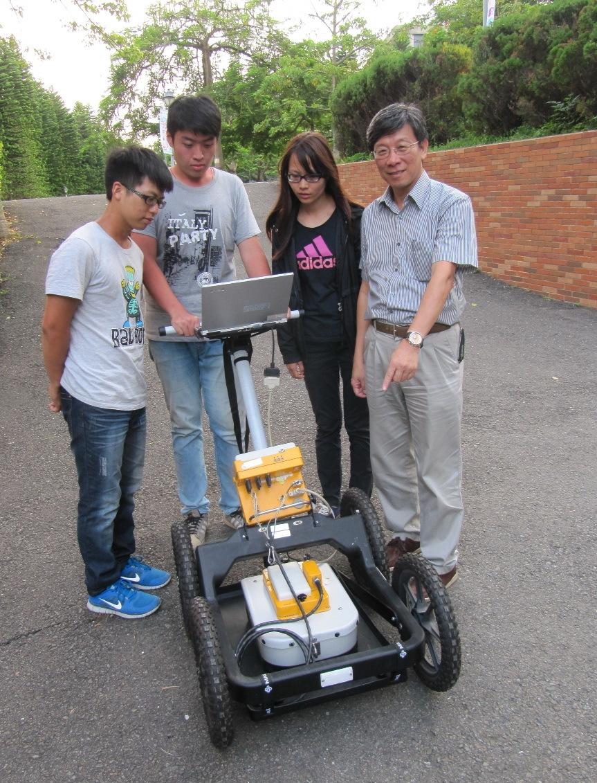 本系同學透過「做中學」以透地雷達進行掩埋管線之非破壞檢測